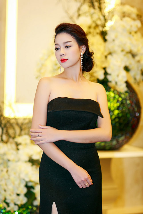 Ngọc Anh, Trương Tùng Lan đọ váy xẻ gợi cảm - 4