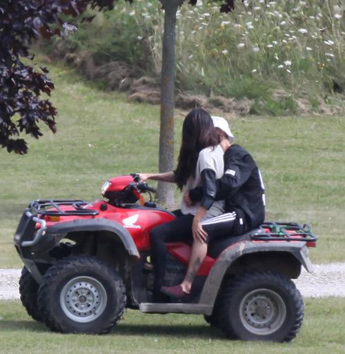 Selena và Justin lại khoe ảnh tình tứ - 5