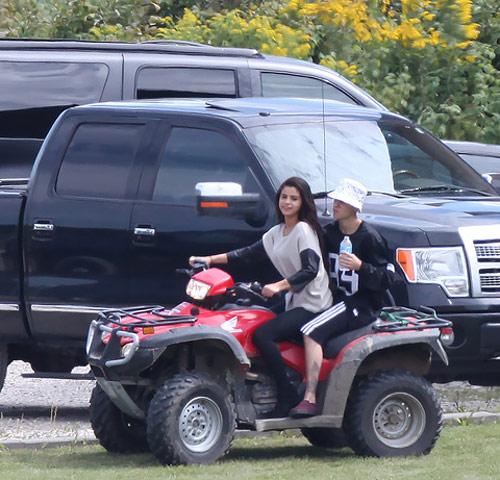 Selena và Justin lại khoe ảnh tình tứ - 7