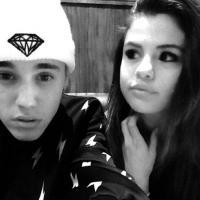 Selena và Justin lại khoe ảnh tình tứ