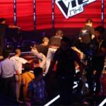 Ca nhạc - MTV - The Voice Kids sập sân khấu khiến thí sinh, HLV hoang mang