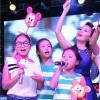 Con gái Cẩm Ly lên sân khấu hát cùng mẹ