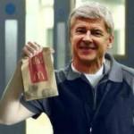 """Bóng đá - Ảnh chế: Wenger bị """"ném đá"""", Ed Woodward được ca ngợi"""