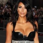 """Kim Kardashian khoe thân hình  """" đồng hồ cát """"  đi nhận giải"""