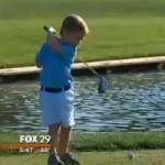Thể thao - Tròn mắt xem cậu bé 3 tuổi cụt 1 tay đánh golf