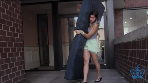 Nữ sinh bê đệm khắp trường tố cáo kẻ cưỡng hiếp - 1