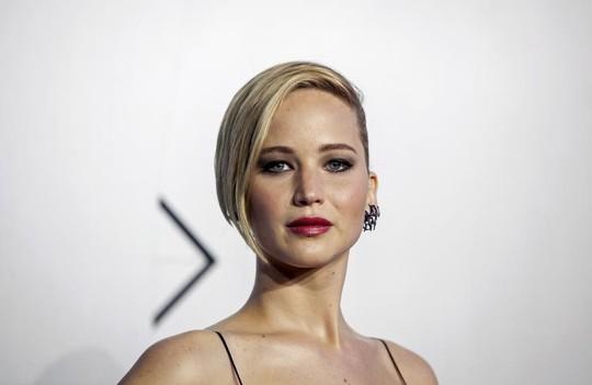 Ảnh khỏa thân của Jennifer Lawrence, Kate Upton được triển lãm - 2