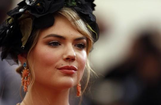 Ảnh khỏa thân của Jennifer Lawrence, Kate Upton được triển lãm - 1