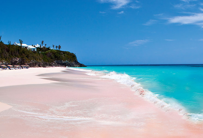 1. Bãi biển cát màu hồng tuyệt đẹp ở Bahamas.