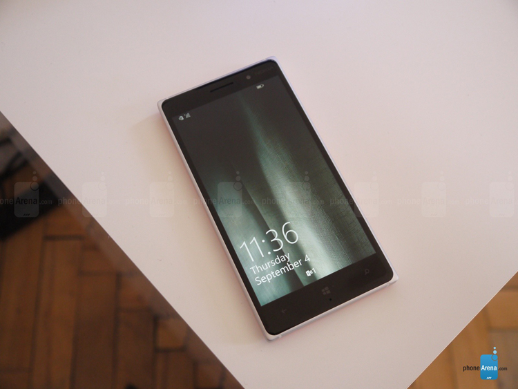 Chiếc smartphone mới của Microsoft sở hữu thiết kế mỏng và nhẹ nhất trong các thiết bị mà Nokia và Microsoft từng sảng xuất.
