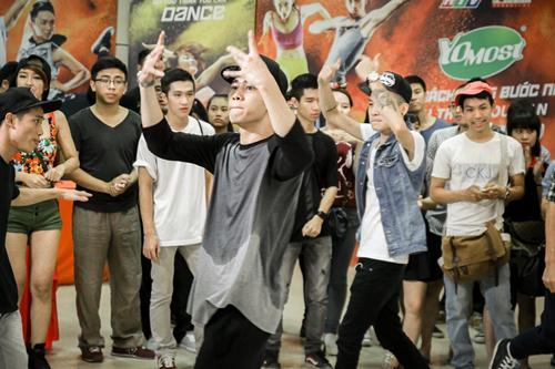 Cháu trai họa sĩ Tô Ngọc Vân mang guốc mộc đi thi nhảy - 8