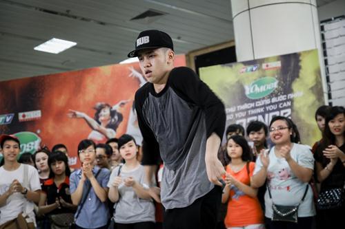 Cháu trai họa sĩ Tô Ngọc Vân mang guốc mộc đi thi nhảy - 11