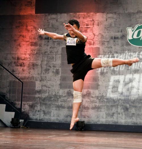 Cháu trai họa sĩ Tô Ngọc Vân mang guốc mộc đi thi nhảy - 6
