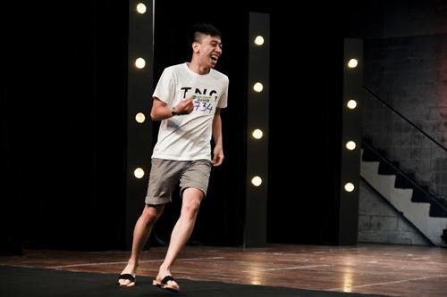 Cháu trai họa sĩ Tô Ngọc Vân mang guốc mộc đi thi nhảy - 2