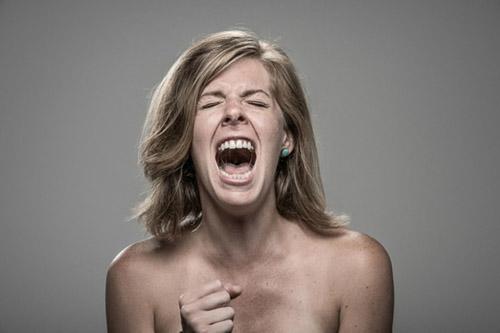Kỳ quặc: Bộ ảnh phản ứng con người khi bị... điện giật - 4