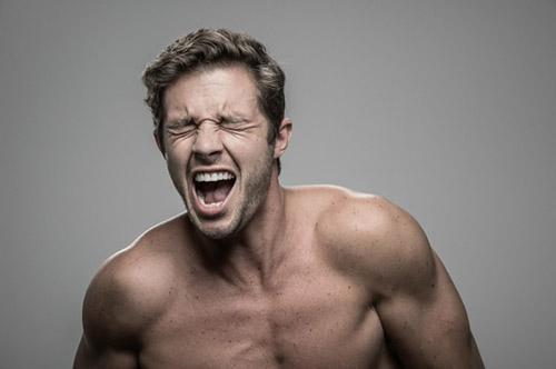 Kỳ quặc: Bộ ảnh phản ứng con người khi bị... điện giật - 6