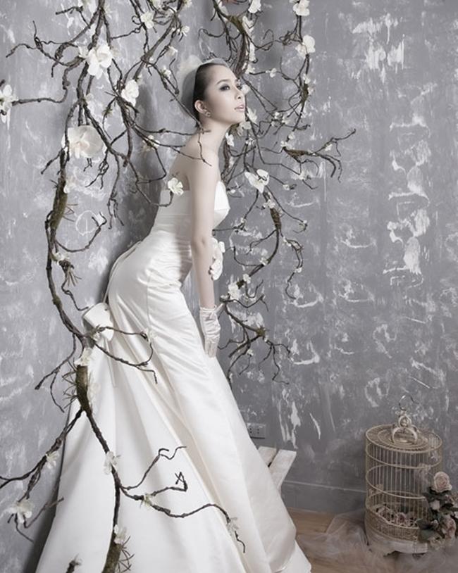 Những hình ảnh hiếm hoi Quỳnh Nga trong bộ lễ phục cô dâu được thực hiện từ đầu năm 2013.