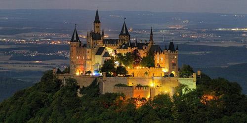 Thăm lâu đài tráng lệ giữa biển mây ở Đức - 11