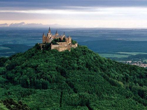 Thăm lâu đài tráng lệ giữa biển mây ở Đức - 3