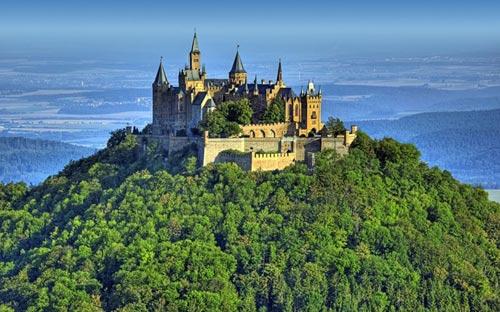 Thăm lâu đài tráng lệ giữa biển mây ở Đức - 6