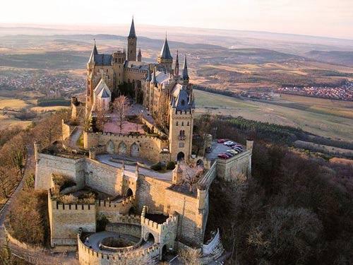 Thăm lâu đài tráng lệ giữa biển mây ở Đức - 7
