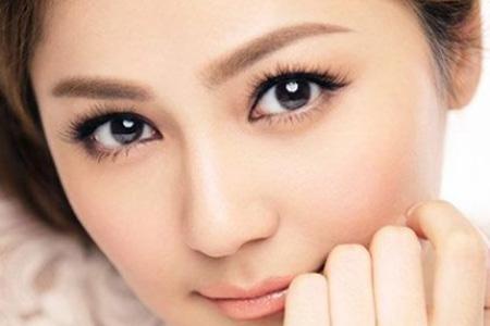 Cưng chiều vùng da khó tính quanh mắt - 1