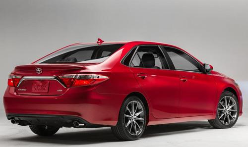 Toyota Camry 2015 chính thức có giá bán - 2
