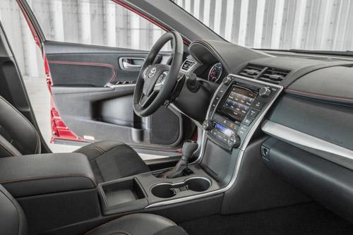 Toyota Camry 2015 chính thức có giá bán - 11