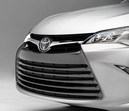 Toyota Camry 2015 chính thức có giá bán - 12