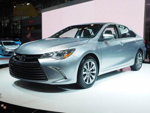 Toyota Camry 2015 chính thức có giá bán - 8
