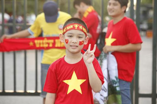 """Người hâm mộ """"tiếp lửa"""" cho U19 Việt Nam - 9"""