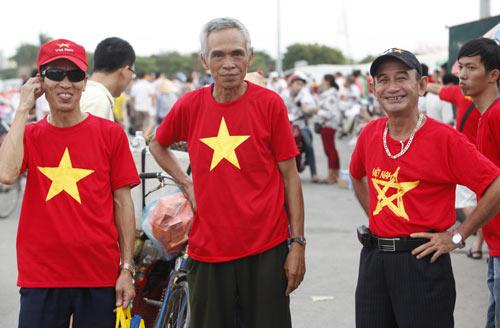 """Người hâm mộ """"tiếp lửa"""" cho U19 Việt Nam - 10"""