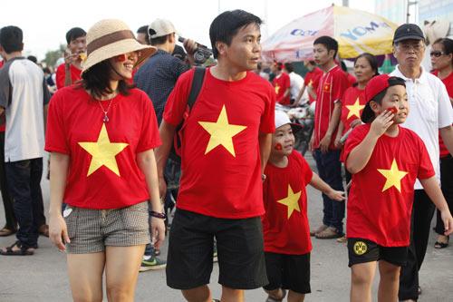 """Người hâm mộ """"tiếp lửa"""" cho U19 Việt Nam - 11"""
