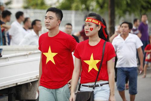 """Người hâm mộ """"tiếp lửa"""" cho U19 Việt Nam - 12"""