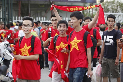 """Người hâm mộ """"tiếp lửa"""" cho U19 Việt Nam - 13"""