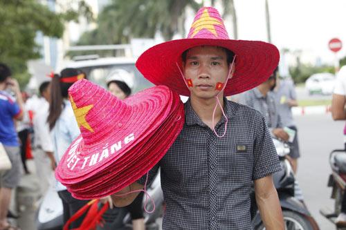 """Người hâm mộ """"tiếp lửa"""" cho U19 Việt Nam - 2"""