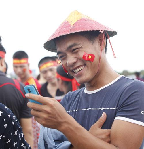 """Người hâm mộ """"tiếp lửa"""" cho U19 Việt Nam - 3"""