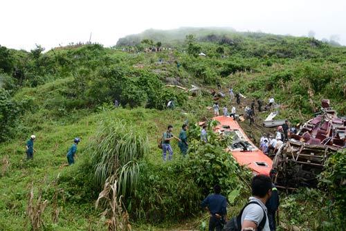 Xe khách lao xuống vực: Thêm một nạn nhân tử vong - 1