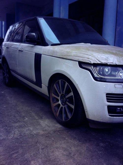 Xe tiền tỷ Range Rover Autobiography 2013 phủ bụi tại VN - 1