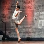 Ca nhạc - MTV - Cháu trai họa sĩ Tô Ngọc Vân mang guốc mộc đi thi nhảy