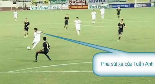 """Fan lại """"giật mình"""" khi BLV Tạ Biên Cương nói về U19 - 2"""
