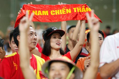 """Bóng hồng xinh đẹp """"tiếp sức"""" U19 Việt Nam - 2"""