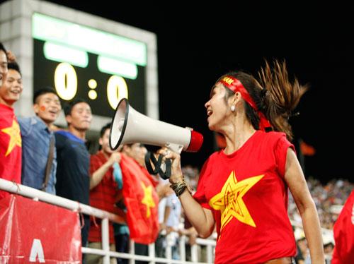 """Bóng hồng xinh đẹp """"tiếp sức"""" U19 Việt Nam - 11"""
