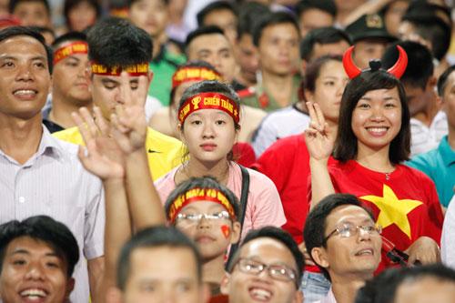 """Bóng hồng xinh đẹp """"tiếp sức"""" U19 Việt Nam - 10"""