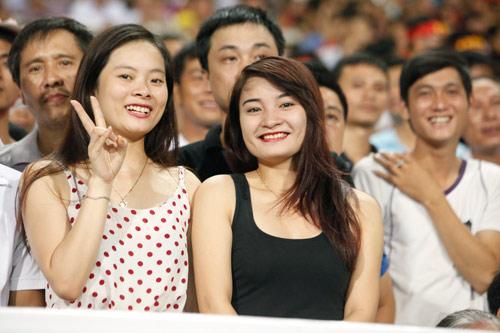 """Bóng hồng xinh đẹp """"tiếp sức"""" U19 Việt Nam - 12"""