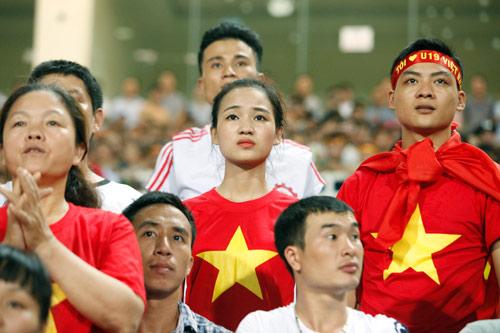"""Bóng hồng xinh đẹp """"tiếp sức"""" U19 Việt Nam - 9"""