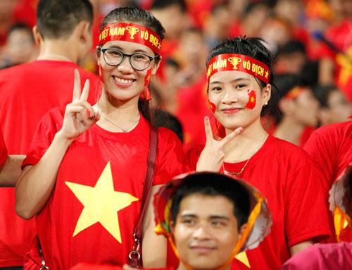 """Bóng hồng xinh đẹp """"tiếp sức"""" U19 Việt Nam - 3"""