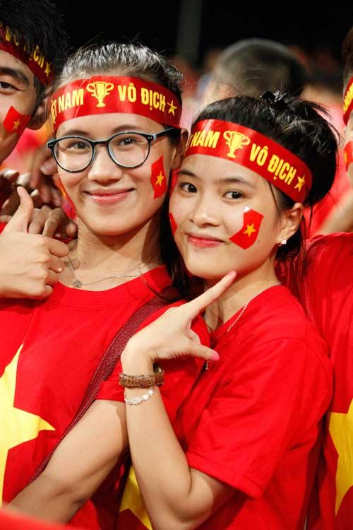 """Bóng hồng xinh đẹp """"tiếp sức"""" U19 Việt Nam - 4"""