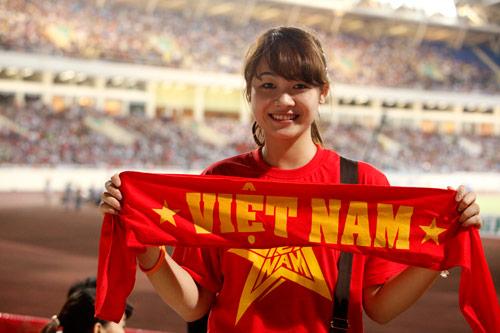 """Bóng hồng xinh đẹp """"tiếp sức"""" U19 Việt Nam - 13"""