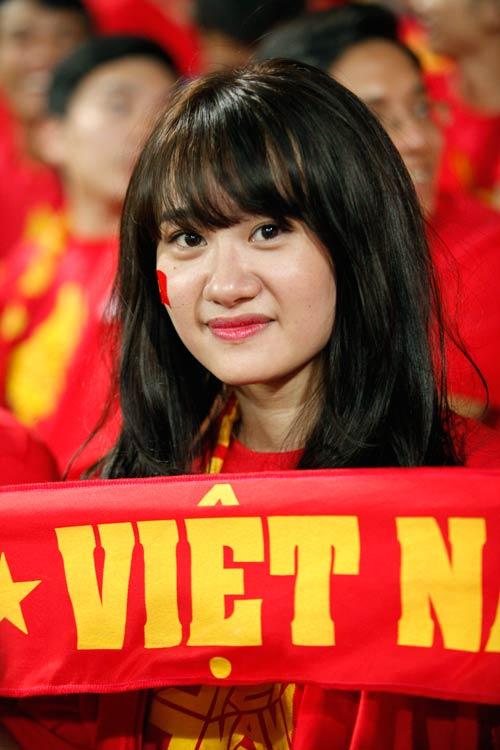 """Bóng hồng xinh đẹp """"tiếp sức"""" U19 Việt Nam - 5"""